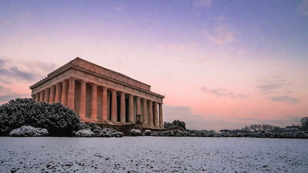 @_chriscruz - Lincoln Memorial covered in snow - Winter in Washington, DC
