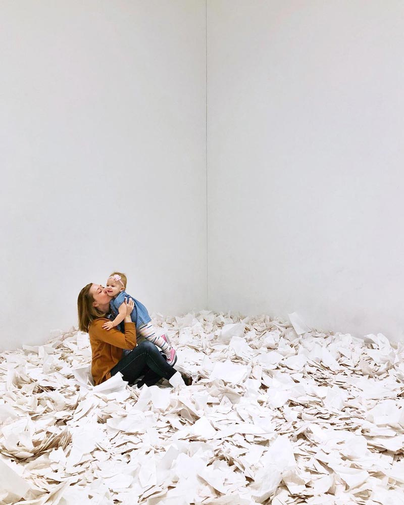 @allie.at.large - Mother and daughter at the Smithsonian Hirshhorn Museum on the National Mall - Free family-friendly museums in Washington, DC