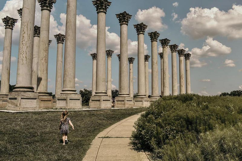 @auroraphoto.co - Child in front of National Capitol Columns at the United States Arboretum - Free outdoor museum in Washington, DC