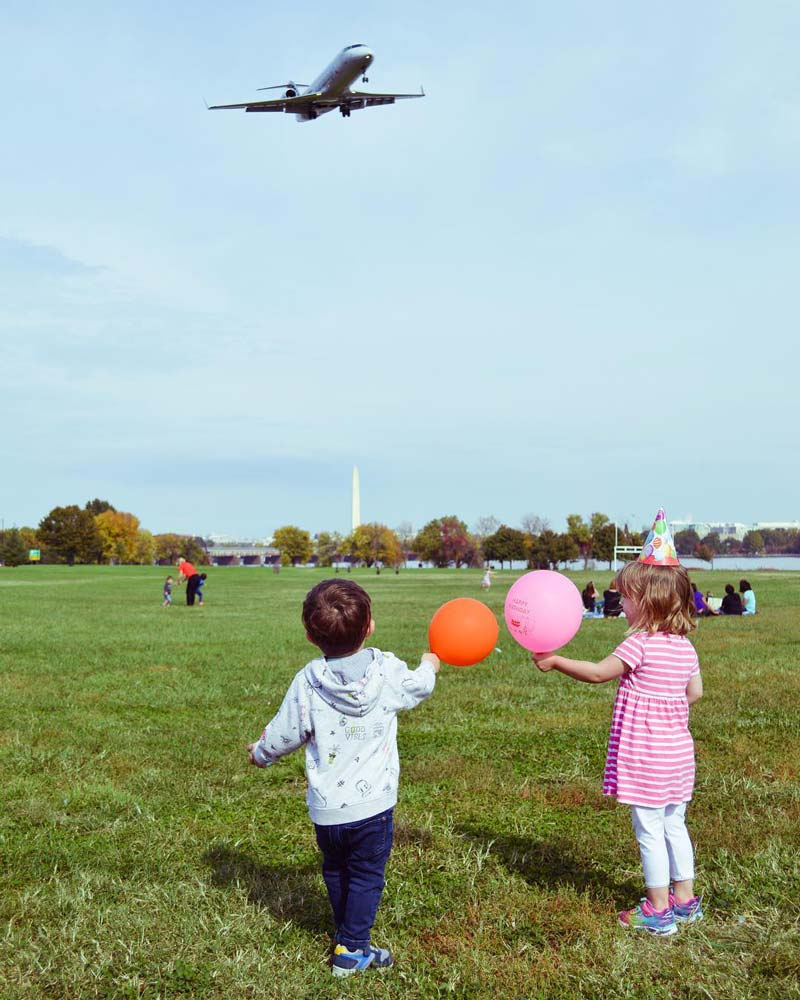 @ciarasandborg - Children watching plane land at Gravelly Point - Free family-friendly activity near Washington, DC