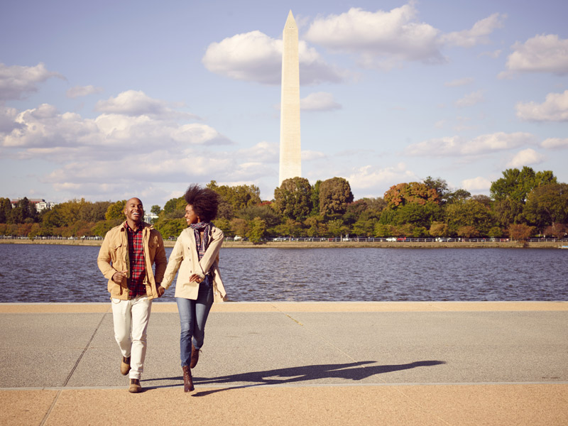Couple at Jefferson Memorial - Romantic Spots in Washington, DC