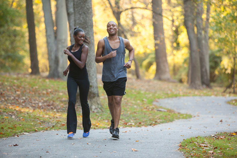 Couple running in Rock Creek Park - Best running trails and places to jog in Washington, DC