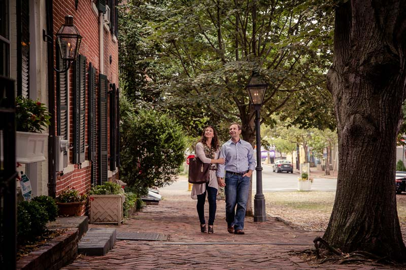 Couple on a date night in Old Town Alexandria - Where to eat and things to do in historic Old Town