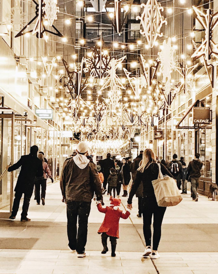 @dccitygirl - Family walking in CityCenterDC's Palmer Alley - Holiday displays in Washington, DC
