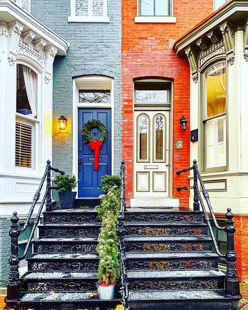 @emerritt4 - Holiday decorations Capitol Hill