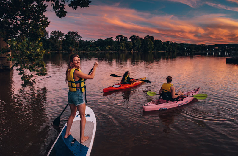 Friends boating on the Anacostia River at sunset - Discover the real Washington, DC