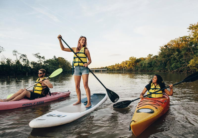 Friends boating and paddleboarding on the Anacostia River - Discover the real Washington, DC