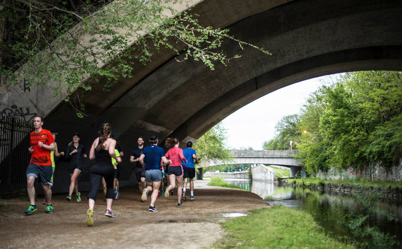 Runners in Georgetown along the C and O Canal Towpath - Outdoor activities in Washington, DC