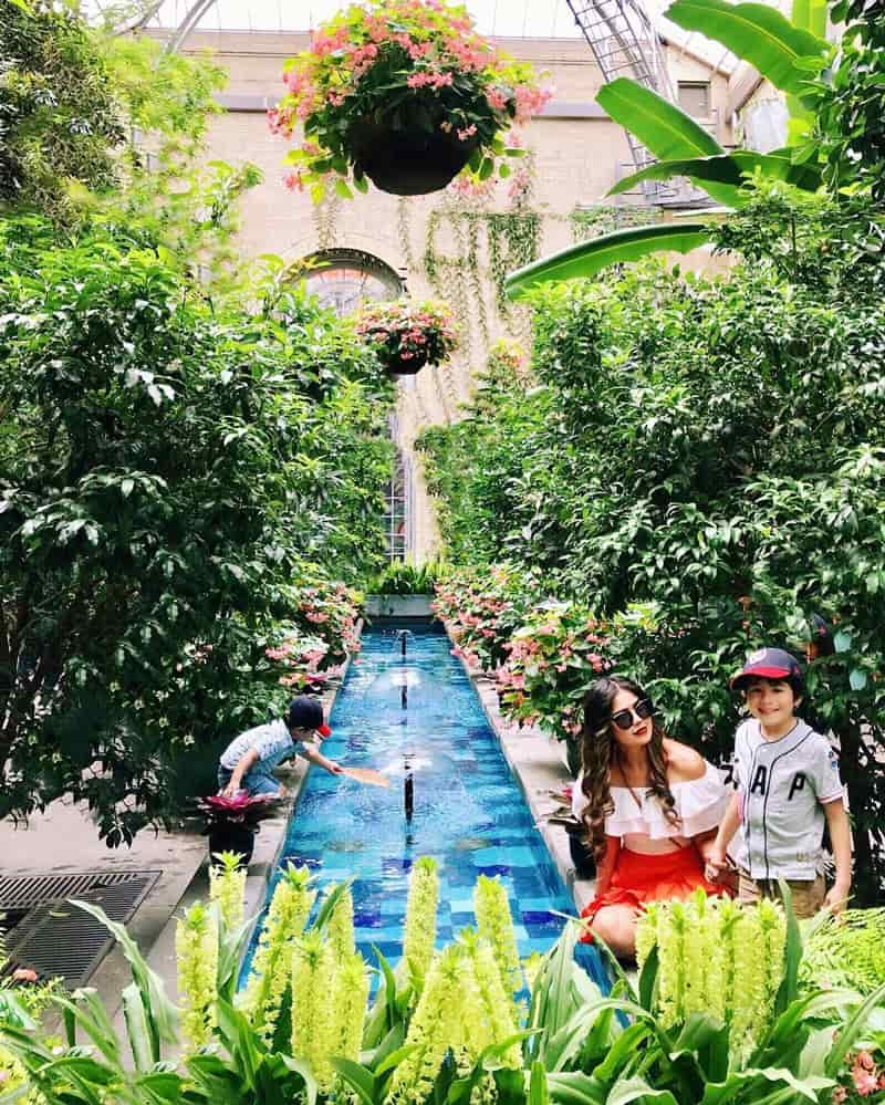 @klarislvs - Woman with children at United States Botanic Garden Conservatory - Free kid-friendly attractions in Washington, DC