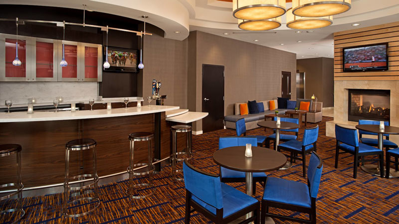 Bar at the Courtyard by Marriott Capitol Hill-Navy Yard - Top hotels for sports fans in Washington, DC