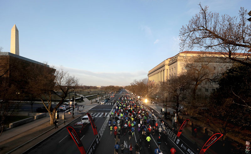 Runners running along Constitution Avenue and the National Mall in the Rock 'n' Roll Marathon in Washington, DC