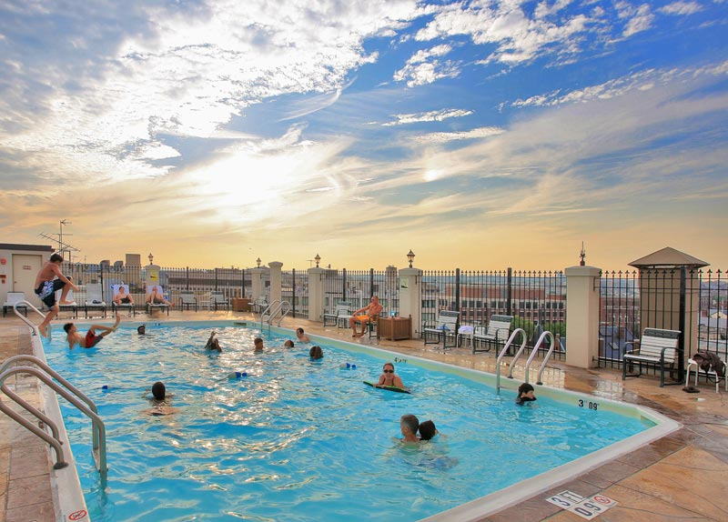 Rooftop pool at the Holiday Inn Washington, DC – Central/White House - Hotels with rooftops in Washington, DC