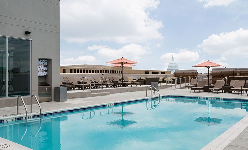 Rooftop pool at the Holiday Inn Washington, DC – Capitol - Kid-friendly hotels in Washington, DC