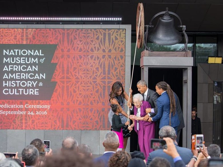 President Barack Obama & First Lady Michelle Obama with Bonner family at Smithsonian National Museum of African American History and Culture Dedication Ceremony - Washington, DC