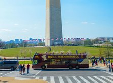 Big Bus in front of the Washington Monument on the National Mall - Family-friendly tours in Washington, DC