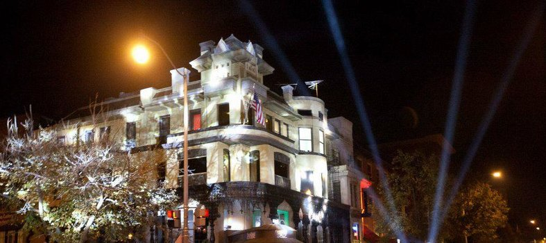 15 Gay & Lesbian Bars to Check Out in Washington