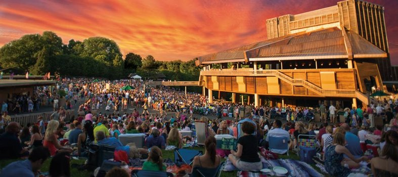 Catch an outdoor concert at Jiffy Lube Live or Wolf Trap