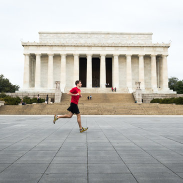 Best running trails and places to jog in Washington, DC - Man running in front of Lincoln Memorial on the National Mall