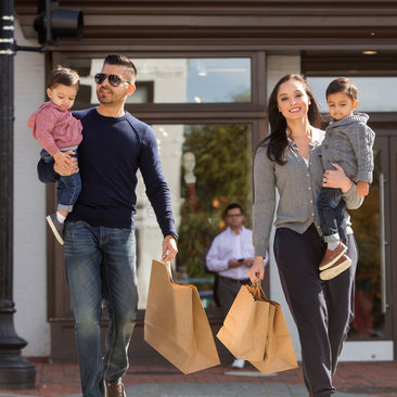 Family shopping in Georgetown - Find the best fall travel deals and discounts in Washington, DC