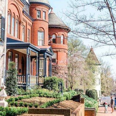 @abroadwife - Family in the historic Georgetown neighborhood - Spring in Washington, DC