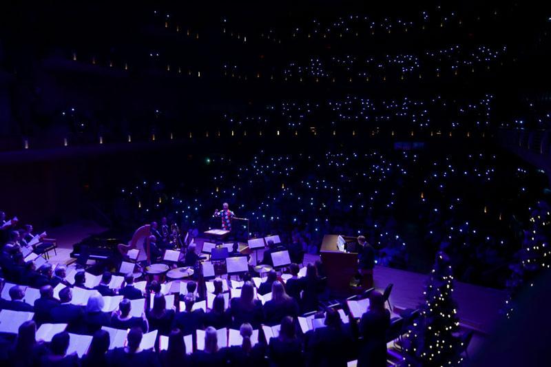 The Washington Chorus singing A Candlelight Christmas